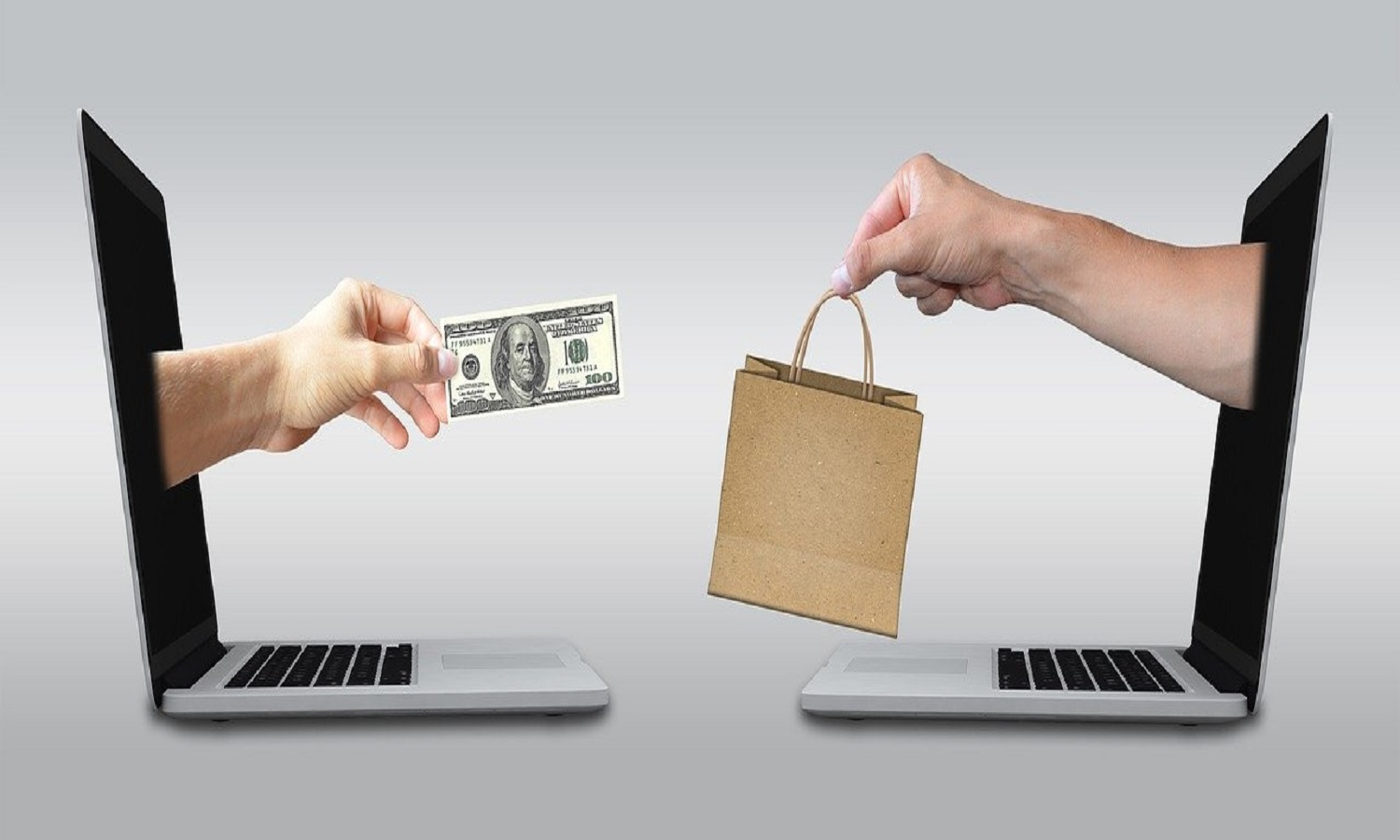 Benefits of an online store over a regular retail outlet